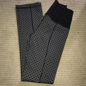 Lululemon Size 4 Patterned Yoga Pants